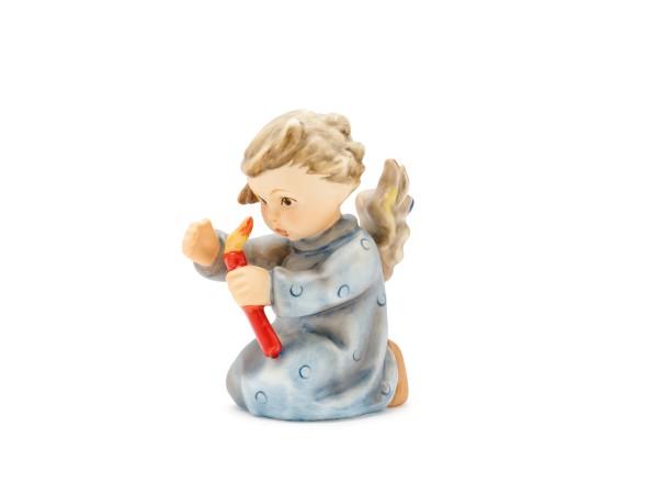 Kniender Engel mit Kerze