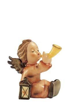 Sitzender Engel mit Horn